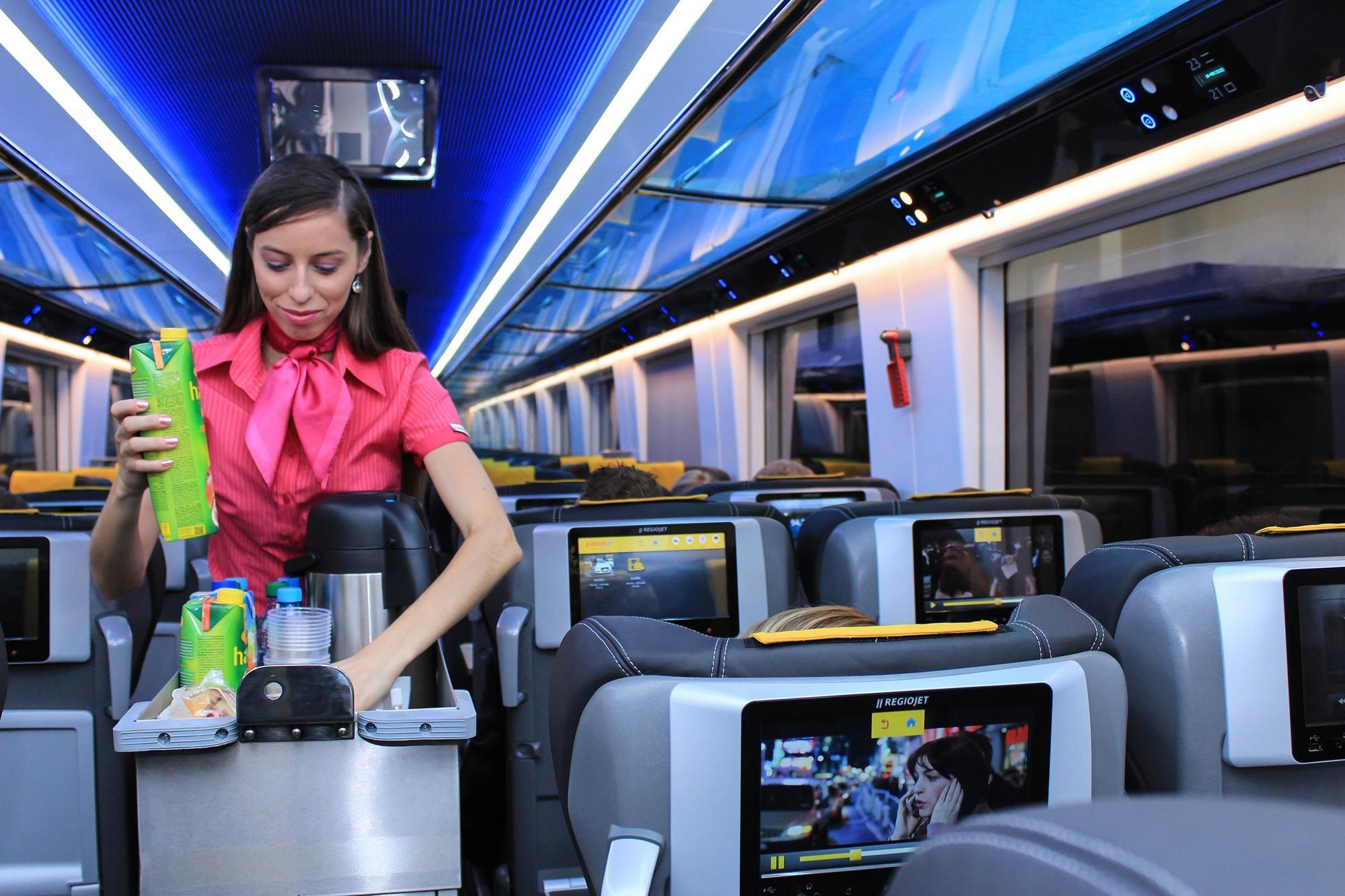 Praha – Wien – Budapest train aims to undercut 'nonsense prices' of state operators