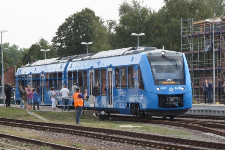 RailwayGazette: Hydrogen fuel cell train trials completed.